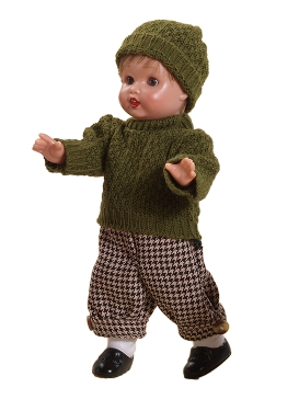 Mini Juanín in green sweater and bonnet with checkered pants